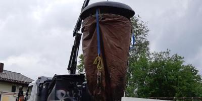 Pakeistas suplėšytas pusiau požeminio konteinerio maišas